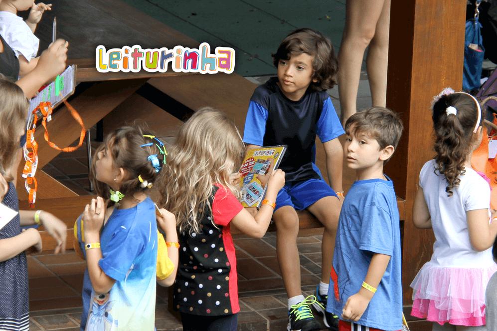 Leiturinha distribui magazines no Itaú Masters Tour em parceria com Furnas Educa